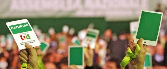 votazione nel congresso del pd, con schede di colore verde e bianco col lodo del PD